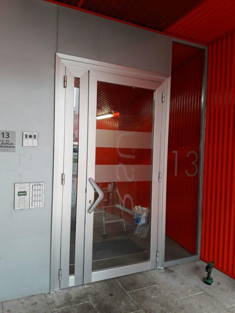 Puertas para terrazas aluminio trendy balcones y for Puertas para terrazas
